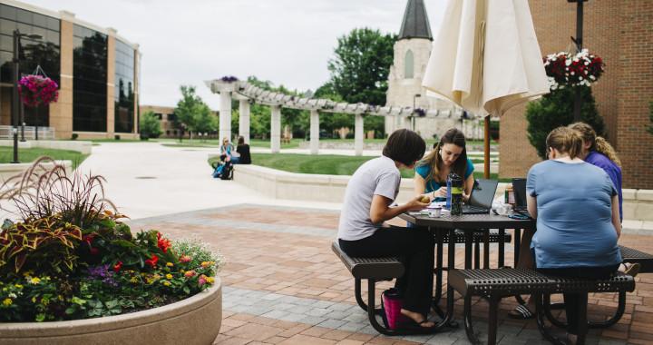 Students studying outside at Indiana Wesleyan.
